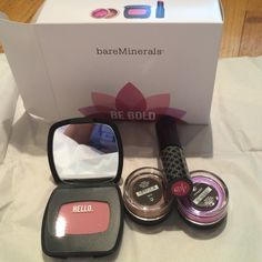 "Bare minerals ""be bold"" make up kit BNWT 4 piece kit. Includes: duo eyeshadow"" cinnamon sparkle"" and medium iridescent magenta"" ready blush ""cool light pink"" triple take color, gloss and stain ""cranberry rise"". Love these long lasting lipsticks. I'm very particular about my make up because I'm lazy with sensitive skin.  A little goes a long way, so lasts. Plus treats and protects skin while adding beauty with very easy make up to wear. Plus all my buyers receive a free thank you gift…"