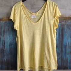 Anthropologie t.la Top Size Large Anthropologie t.la v neck tee with short sleeves and raw edges. Size Large. Color Yellow. Material 50/50 Cotton/Modal. Measurements: shoulders: 16, pits: 22, top to bottom: 26 Anthropologie Tops Tees - Short Sleeve