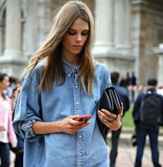 We love the denim shirt trend as they look stylish as part of ANY outfit! If you're unsure of how to wear it, here are some top tips on how to style your denim shirt. Camisa Oversized, Oversized Denim Shirt, Denim On Denim, Denim Blouse, Jean Blouse, Long Denim Shirt, Oversized Clothing, Denim Style, Blue Denim
