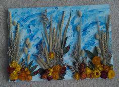 Geverfd en droogbloemen opgeplakt. Gemaakt door Gerrie van Leeuwen.