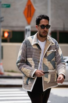 New York Fashion Week Streetstyle Delivers Function-Focused Layers – Men's style, accessories, mens fashion trends 2020 New York Fashion, Fashion 2020, Street Fashion, Fashion Trends, Mens Fashion Week, Fashion Inspiration, Fashion Outfits, Popular Mens Jeans, Madrid
