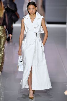 We love this fresh white collarless coat worn as a dress - Ralph & Russo SS18 Collection #icedout...x