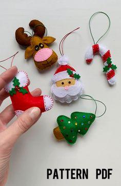 Sewn Christmas Ornaments, Felt Ornaments Patterns, Felt Christmas Decorations, Noel Christmas, Handmade Christmas, Reindeer Christmas, Christmas Patterns, Handmade Ornaments, Felt Crafts Patterns