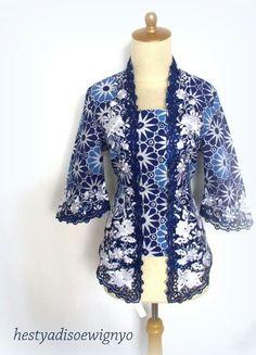 Batik Indigo Bali Batik Kebaya, Kebaya Dress, I Dress, Blouse Dress, Blouse Batik, Batik Dress, Girl Dress Patterns, Clothing Patterns, Batik Fashion