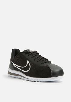 A timeless classic with modern construct the Cortez Ultra Moire is a sneaker made for those who move with the times but never forget their roots. It's made with a suede and leather upper, with a perforated side, and a rubber sole for a striking look. Pair it with cropped track pants, a zipped up black track jacket and a Nike cap for a slick aesthetic. Nike Cortez Ultra, Dark Grey, Black And White, Timeless Classic, Roots, Forget, Track, Sneakers Nike, Cap