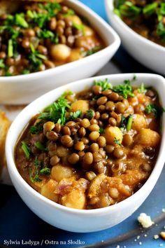GULASZ Z SOCZEWICY I CIECIERZYCY - kuchnia arabska Healthy Casserole Recipes, Vegetable Recipes, Healthy Recipes, Mexican Food Recipes, Vegetarian Recipes, Cooking Recipes, Tasty Dishes, Food Dishes, Healthy Snacks