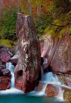 VALLE DE PINETA / CASCADAS DE LA LARRI - Aragón Spain Beautiful World, Beautiful Places, Fantasy Places, Beautiful Waterfalls, Spain And Portugal, Aragon, Spain Travel, Natural Wonders, Landscape Photos