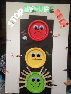 """Stop light for behavior with clothes pins. """"Stop before red"""" time out chart. Behavior Chart Preschool, Classroom Behavior Chart, Behaviour Chart, Classroom Rules, Classroom Decor, Behavior Chart For Preschoolers, Toddler Classroom, Toddler Behavior, Kindergarten Classroom"""