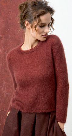 Breien. Deze trui maakt u met LANG Yarns Mohair Luxe. Lang Yarns Mohair Luxe is een zeer zacht garen gemaakt van Superkid Mohair en zijde. Vederlicht garen dat zowel in de winter als in de zomer gedragen kan worden.  Patroon en model worden beschreven in het patronenboek FaM 236 Collection (model 21) FAM_236_Collection-22.jpg