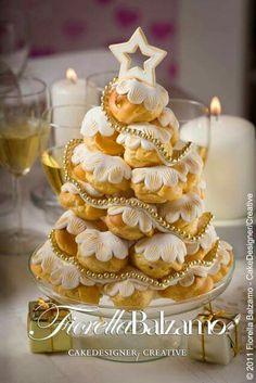 Albero di bignè Christmas Goodies, Christmas Time, Christmas Cakes, Holiday, Xmas Food, Cake Decorating Tutorials, Sweet Cakes, Cake Creations, Cake Art