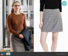 Kara's brown cable knit sweater and plaid skirt on Supergirl Fashion Tv, Work Fashion, Fashion Outfits, Fasion, Business Casual Outfits, Business Fashion, Business Style, Supergirl Outfit, Work Chic