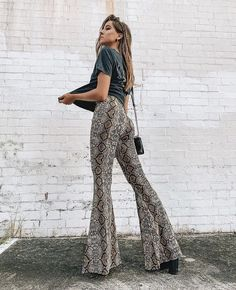 Snake Print Pants Fall Spring 2019 Issued Pants Trends of the OOTD Outfit Inspo Fashion Style G… Fashion Mode, Look Fashion, Autumn Fashion, Fashion Outfits, Travel Outfits, High Fashion, Stylish Outfits, Cute Outfits, Mode Ootd