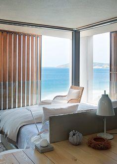 <p>Cette petite chambre design paraît pourtant immense, étant ouverte de toute sa hauteur sur l'océan. Ainsi la nature sauvage, mais apaisante fait partie intégrante...