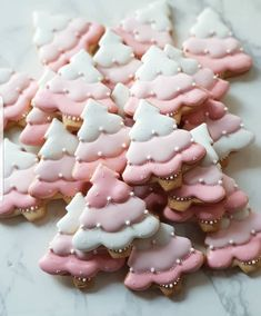 Yes or no?? Pink christmas tree cookies 🎅🎄🌲🌲🎄🎄🦌 by @inblossom9_woo Its so cute !!!!! 😍😍😍😍😍😍 I am so excited!!!! #cookie #cookies…