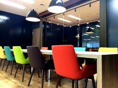 新しい才能を発掘するアンティークカフェオフィス オフィスデザイン事例 デザイナーズオフィスのヴィス