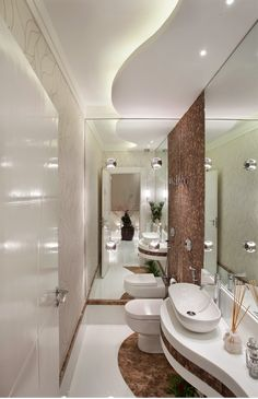 use of curves gives the bathroom a sensuous flow and warmth Bathroom Design Small, Bathroom Interior Design, Modern Bathroom, Master Bathroom, Bathroom Design Inspiration, Bad Inspiration, Wc Design, House Design, Design Ideas