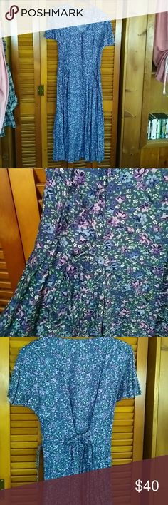 Selling this AMAZING Floral Vintage Maxi Dress Rayon) in my Poshmark closet! My username is: brooke & Skirts Vintage Heels, Looking Stunning, Fashion Design, Fashion Tips, Fashion Trends, Username, Ankle Length, Vintage Floral, High Boots