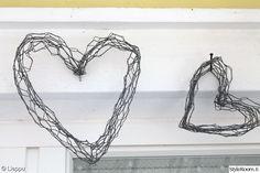 sydän,kanaverkko,Tee itse - DIY,katiskaverkko,ystävänpäivä Iron Wire, Chicken Wire, Korn, Plant Hanger, Clothes Hanger, Romantic, Crafts, Decor, Ideas