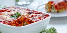 This hearty italian meal is high in taste and low in calories. Spinach and ricotta cannelloni allows you to enjoy the full satisfaction of a rich pasta dish Spinach Ricotta Cannelloni, Spinach Manicotti, Queso Ricotta, Healthy Vegetable Lasagna, Wine Recipes, Cooking Recipes, Eggless Recipes, Pasta Dishes, Healthy Vegetarian Recipes