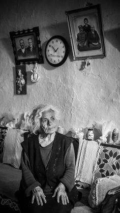 Lost in memories An old woman sitting in her living room in a small village in crete-Greece, remembering her husband who passed away, and her kids who are living in the city. -- Your Shot. National Geographic Photography, National Geographic Photos, Old Folks, History Of Photography, Famous Photographers, Photojournalism, Old Women, Black And White Photography, Amazing Photography