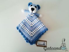 Manta de apego Crochet con osito amigurumi por GateandoCrochet / Crochet Teddy Bear Taggy Blanket by Gateando Crochet in Etsy.