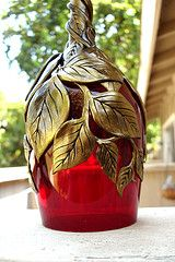 Red Glass Gold Vinesclose Up Glass Bottle Crafts, Wine Bottle Art, Painted Wine Bottles, Diy Bottle, Glass Bottles, Decorated Bottles, Gold Glass, Glass Art, Pottery Painting Designs