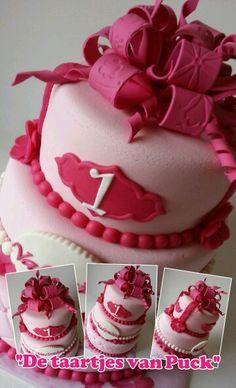 Birthday bow cake / lussenstrik taart