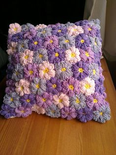 Diy Crafts - Ravelry: Project Gallery for Mollie Flowers pattern by Brigitte Read Crochet Pillow Patterns Free, Free Crochet Bag, Crochet Flower Patterns, Crochet Home, Crochet Motif, Crochet Designs, Crochet Cushion Cover, Crochet Cushions, Crochet Puff Flower