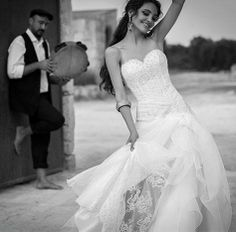 Luisa Sposa has been creating unique #weddingdresses in #Putignano, in the province of #Bari, for 25 years. The trademarks of this family-run business are the use of exquisite #Italianfabrics, precious appliques and French laces decorations completed with a scrupulous handmade finishing. #AriaLuxuryApulia #ApuliaLuxuryVillaRentals