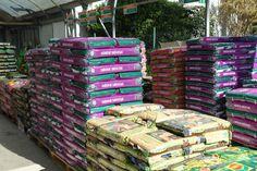 Tenim a la venda sacs de terra abonada, universal i apta tant per a exterior com interior.