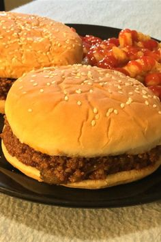 Add Baked beans and no brown sugar. Despite the name of this iconic retro dish, the secret to a great sloppy joe is a thick, rich, almost dry consistency, which allows the sandwich to be eaten with your hands. Serve on hamburger buns. Homemade Sloppy Joe Recipe, Homemade Sloppy Joes, Sloppy Joes Recipe, Hamburger Casserole, Hamburger Buns, Mexican Casserole, Hamburgers, Whole 30, Low Carb Marmelade