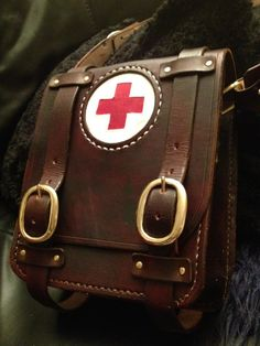 packconfig:  Some more leather love… What a first aid kit!
