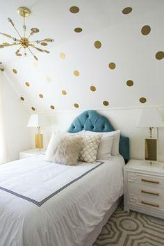 Schlafzimmer Einrichten Cremefarbenes Interieur Mit Dachschräge |  Schlafzimmer Ideen   Schlafzimmermöbel   Kopfteil | Pinterest