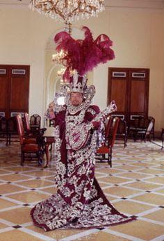 Ele é patrimônio do carnaval carioca. Com 37 anos de dedicação, CLOVIS BORNAY (1916-2005) deixou sua marca refinada na história do carnava...