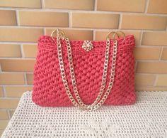 Esta é minha segunda bolsa em crochê, fiz com fio de malha e amei o resultado! Make Your Own, How To Make, Straw Bag, Shoulder Bag, Crochet Bags, Fashion, Crochet Wallet, Crochet Pouch, Crochet Carpet