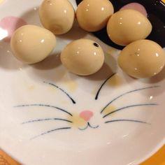 うずらの卵の水煮を一度温めてから冷たい麺つゆに漬けて一気に味を染み込ませてから一晩寝かしました。 もうちょい濃い味付けでも良かったかな。 旨し。 - 61件のもぐもぐ - うずらの卵の麺つゆ漬け by lemonpai2001