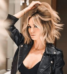 Hot Shot Warm Balayage Finalists 2019 - Makeup İdeas For Beginners Corte Y Color, Brown Blonde Hair, Bayalage On Short Hair, Ombre Hair, Blonde Short Hair, Medium Balayage Hair, Caramel Blonde Hair, Short Balayage, Blonde Honey