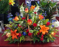 45 Beautiful Funeral Arrangements Ideas Easy To Make It 0840 Casket Flowers, Grave Flowers, Cemetery Flowers, Church Flowers, Basket Flower Arrangements, Funeral Floral Arrangements, Funeral Bouquet, Funeral Flowers, Funeral Sprays