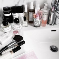 Pin by aesthetics on trial on beauty shelf // top shelf // beauty products Beauty Vanity, Beauty Makeup, Hair Beauty, Makeup Tips, Rodin, Ouat, Beauty Art, Beauty Hacks, Beauty Tips