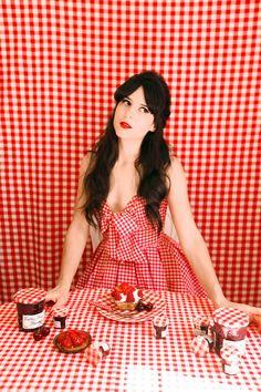 Robe / Dress: Jones + Jones Rouge à lèvres : The Cherry Blossom Girl x Galeries Lafayettes