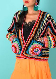 Transcendent Crochet a Solid Granny Square Ideas. Inconceivable Crochet a Solid Granny Square Ideas. Cardigan Au Crochet, Gilet Crochet, Crochet Yarn, Pull Crochet, Mode Crochet, Crochet Top, Crochet Summer, Granny Square, Big Granny