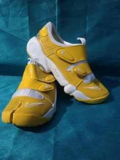 Musthave New 150 RARE Nike Air Rift Yellow White Split Toe Athletic Running  Shoe  230e3d4af7e