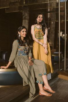 Women's kurtis online: Buy stylish long & short kurtis from top brands like BIBA, W & more. Explore latest styles of A-line, straight & anarkali kurtas. Dress Indian Style, Indian Dresses, Indian Outfits, Indian Clothes, Kurta Designs Women, Blouse Designs, Stylish Dresses, Fashion Dresses, Women's Fashion