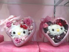 These fresh flowers heart shape Hello Kitty bouquets will be preserved to last at least for 2 to 3 years.  That is a lot of loving! ^-^