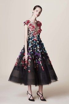 The complete Marchesa Pre-Fall 2017 fashion show now on Vogue Runway.