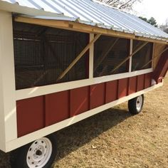 Windows on the chicken coop Chicken Coop On Wheels, Chicken Coop Pallets, Portable Chicken Coop, Chicken Coup, Chicken Coop Plans, Duck House Plans, Heritage Chickens, Laying Hens, House Windows
