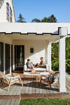 Tour This Tastemaker's Sunny and Stylish Pacific Palisades Abode Traditional Furniture, Traditional House, Fresco, Restoration Hardware Sofa, Indoor Outdoor, Outdoor Living, Outdoor Spaces, Le Catch, New York Loft