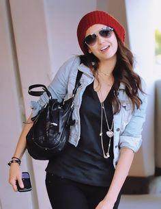 Black top + black skinny jeans + cropped light denim jacket + red beanie + silver layered necklace. Nina Dobrev ♥