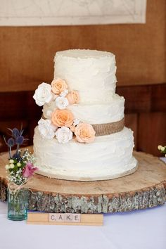 rustic burlap wedding cake and wood centerpiece / http://www.deerpearlflowers.com/rustic-country-burlap-wedding-cakes/