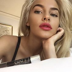 @jean_watts sporting #Moodmatcher Twist Stick!  #moodmatcherlipstick #twiststick #lipstick #lippies #lips #jeanwatts #makeupgoals #dressyourface #makeup #makeuplove #makeuplover